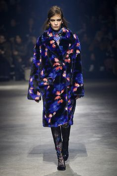See the complete Kenzo Fall 2018 Ready-to-Wear collection.
