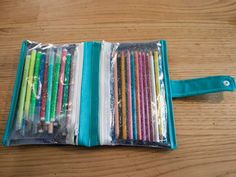 Crochet ideas that you'll love Diy Pencil Case, Clear Bags, Art N Craft, Craft Bags, Pen Case, Pen Holders, Diy For Kids, Crayons, Occasion