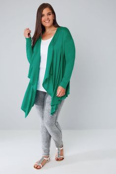Discover fabulous plus size cardigans at Yours Clothing. In sizes 16 to choose from lightweight styles and chunky knits with fashion forward details. Maxi Cardigan, Oversized Cardigan, Long Cardigan, Spring Outfits, Work Outfits, Waterfall Cardigan, Plus Size Cardigans, Jade Green, Long A Line
