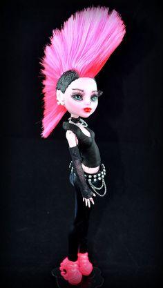 OOAK doll Punk Draculaura Monster high repaint by DiamantesDolls