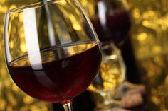 """""""Bebido con buenos amigos, sabe bien cualquier vino"""". Refrán"""