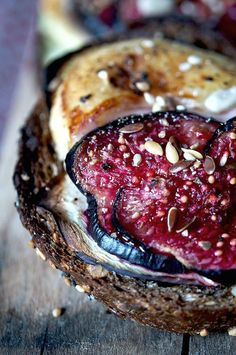 Fig and cheese tartines