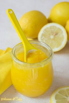 Lemon curd (crema spalmabile al limone) Lemon Curd Recipe, Lemon Meringue Pie, Lemon Recipes, Cake & Co, Cheesecake Desserts, Fresh Lemon Juice, Stick Of Butter, International Recipes, Mousse