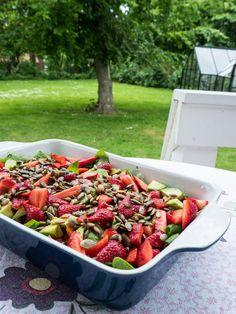 Sommersalat med jordbær og spinat