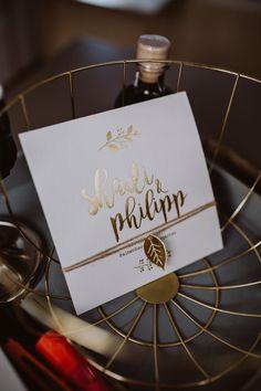 wedding invitation, gold, leaf, schoendruck, photo: Patrick Langwallner Wedding Stationary, Wedding Invitations, Planer, Party, Place Cards, Place Card Holders, Gold Leaf, Creative, Wedding Stationery