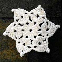 Ravelry: Project Gallery for Granny Snowflake Decoration pattern by Jane McGrath