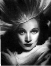 Marlene Dietrich by George Hurrell from 1938 Old Hollywood Glamour, Vintage Glamour, Vintage Hollywood, Classic Hollywood, Hollywood Icons, Vintage Beauty, Glamour Photography, Photography Poses, Amazing Photography