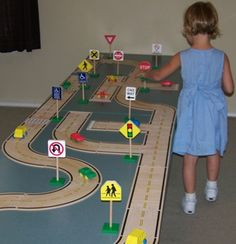 Guidecraft Roadway System and Traffic Signs Games For Kids, Art For Kids, Crafts For Kids, Diy Crafts, Transportation Theme, Cardboard Crafts, Diy Toys, Kids Education, School Projects
