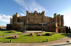 DE Posh Houses, Famous Castles, Don Juan, Walled City, Castle House, Beautiful Castles, Fortification, Old Buildings, Spain Travel