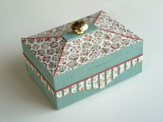 La boîte sixties : la fiche. - cartonnad' Box Packaging, Packaging Design, Fabric Covered Boxes, Cardboard Crafts, Origami, Decorative Boxes, Points, Stage, Tours