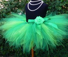 How to make a DIY adult tutu  Sissy NEEDS one of these!!!  It's green too!!  Reminds me of The Wizard of Oz!