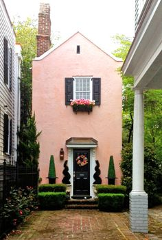 Pink house tucked away in Charleston. I love Charleston; I seem to recall seeing this adorable house as we strolled along Rainbow Row. Pink Houses, Little Houses, Small Houses, Exterior Design, Interior And Exterior, Future House, My House, Casa Retro, House Goals