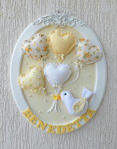 Table ovale oiseau avec des ballons