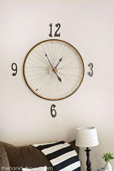 Relógio feito com roda de bicicleta velha. DIY moderno, barato e criativo.