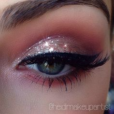 Glitter eye shadow w/a touch of brown. Simple but beautiful.