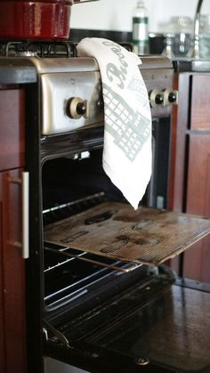 Do Not Self-Clean Your Oven Before Thanksgiving. Here's Why.