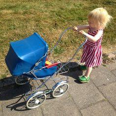 Prams And Pushchairs, Dolls Prams, Baby Prams, Vintage Dolls, Petra, Baby Strollers, Nostalgia, Children, Sweet