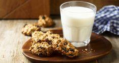 30 perces zabpelyhes-diós keksz, amiből egy tepsi soha nem elég Glass Of Milk, Lunch, Dios, Eat Lunch, Lunches