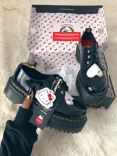 """The Hello Kitty x Dr. Martens collab is everything 🥺🖤"" Hello Kitty Outfit, Hello Kitty Clothes, Hello Kitty Shoes, Hello Kitty Things, Sneakers Mode, Sneakers Fashion, Fashion Shoes, Fashion Outfits, Aesthetic Shoes"
