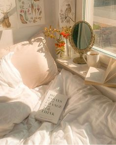 Discovered by Hortense. Find images and videos about white, vintage and aesthetic on We Heart It - the app to get lost in what you love. Dream Rooms, Dream Bedroom, My New Room, My Room, Room Ideas Bedroom, Bedroom Decor, Ideas Hogar, Aesthetic Room Decor, Room Goals