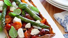 Kleiner Frühlingsgruß: Tomaten-Spargel-Tarte mit Schafskäse   http://eatsmarter.de/rezepte/tomaten-spargel-tarte
