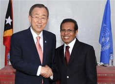 UN Secretary General Ban Ki-moon, left, shakes hands with East Timorese President Taur Matan Ruak after a press conference in Dili, East Timor, Wednesday, Aug. 15, 2012. (AP Photo/Kandhi Barnez) ▼15Aug2012AP|UN chief says East Timor ready to protect itself http://bigstory.ap.org/article/un-chief-says-east-timor-ready-protect-itself #Ban_Ki_moon #Taur_Matan_Ruak #Dili #East_Timor #Timor_Lorosae