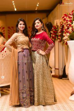 Pakistani Fancy Dresses, Beautiful Pakistani Dresses, Pakistani Fashion Party Wear, Pakistani Wedding Outfits, Pakistani Wedding Dresses, Wedding Dresses For Girls, Pakistani Dress Design, Beautiful Dresses, Pakistani Mehndi