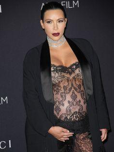 Cosmarul a luat sfarsit,Kim Kardashian a nascut un baietel. Cu trei saptamani mai devreme decat era programat. Am impresia ca interviurile date de Kim pe tema celui de al doilea copil si ce probleme mari are in timpul sarcinii, faptul ca nu au putut concepe un copil si au apelat la fertilizare ...