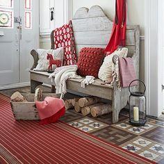 Country Homes & Interiors Una vibrante rojo a rayas Runner es un gran paso que le calentara un tiled pasillo. Añadir un rústico banca y chunky teje continuar la acogedor tema. Eligiendo furnishings que retomar el rojo filo paneles en los vitrales puerta