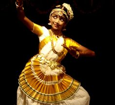 Dance Positions, Fred And Ginger, Indian Classical Dance, Costumes Around The World, Folk Dance, Cool Costumes, Kerala, Dancers, Culture