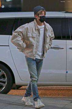 181027 - ICN airport, South Korea heading to Manila for 'Show Champion' - Baekhyun, Kpop Fashion, Mens Fashion, Airport Fashion, Fall Fashion, Style Fashion, Korean Boys Hot, Outfits Hombre, Kpop Exo