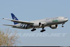 Alitalia B777-243/ER in Sky Team livery