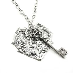Victorian Jewelry - Heart Lock and Key Necklace by Ghostlove ❤ liked on Polyvore featuring jewelry, necklaces, accessories, collar, lock necklaces, heart-shaped jewelry, heart jewellery, victorian necklace and collar necklaces