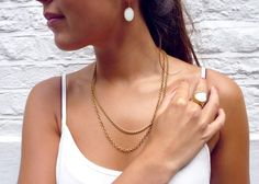 Alice look of the day - Gold chains, Agate earrings and mother of pearl ring