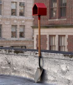 love this repurpose old shovel and add a birdhouse