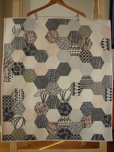 Beautiful modern hexagon quilt from Tallgrass Prairie Studio Quilting Tutorials, Quilting Projects, Quilting Designs, Sewing Projects, Quilt Baby, Mini Quilts, Scrappy Quilts, English Paper Piecing, Neutral Quilt
