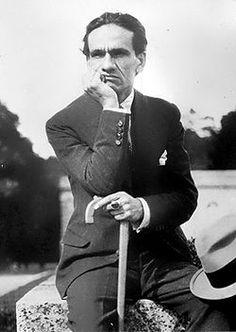 """César Abraham Vallejo Mendoza, poeta y escritor peruano considerado entre los más grandes innovadores de la poesía del siglo XX. Fue, en opinión del crítico Thomas Merton, """"el más grande poeta universal después de Dante"""". Nació el 16 de Marzo de 1892 en Santiago de Chuco, La Libertad."""