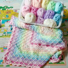 This amazing gorgeous shells crochet blanket will be always perfect for every child. The precise written pattern in PDF ready to print in the link below. Baby Afghan Crochet, Manta Crochet, Baby Afghans, Crochet Yarn, Free Crochet, Crochet Blankets, Crochet Granny, Crochet Stitches, Kids Knitting Patterns