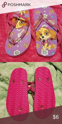 💣FINAL PRICE🎀NWOT🎀PAW PATROL Skye Flip Flops My daughter was given these as a bday gift but doesn't like flip flops. Both have the back strap. I put it under for the picture. The flowers on the sole as well as the plastic straps are glittery. The size is XL-11/12 Perfect for your little Skye fan!! I offer a 20% discount on 3+ listings otherwise price is firm. Smoke & pet free home. Questions always welcome!! Thank you for stopping by! Nickelodeon Shoes Sandals & Flip Flops