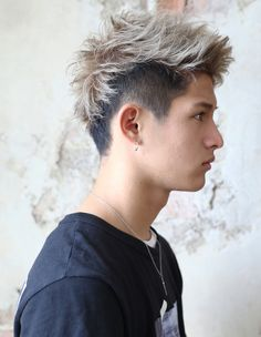 Mens Hairstyles Fade, Cool Hairstyles For Men, Cool Haircuts, Haircuts For Men, Queer Hair, Silver Hair Men, Short Hair Cuts, Short Hair Styles, Mens Hair Colour