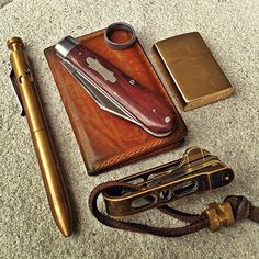 karaskustoms:  #brass #bolt #repost ✒️  @instafr4nk  #pocketdump #everydaycarry #leather (at City of Mesa)
