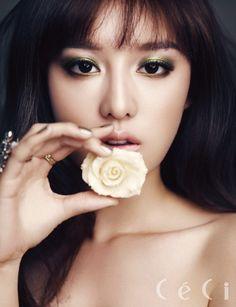 Kim Ji Won CéCi Korea Magazine December 2013