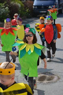 Les petites nouvelles de la classe maternelle ...: Le carnaval de Oiry Rio Carnival Costumes, Costume Carnaval, Halloween Costumes For Kids, Diy Costumes, Preschool Crafts, Fun Crafts, Diy For Kids, Cool Kids, Tin Foil Art