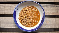 Os enseñamos a preparar un delicioso curry de garbanzos en CrockPot con mezcla de especias indias Chana Masala. Impresionantes.