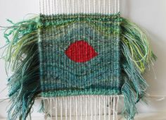 Green-red eccentric weave on the loom Card Weaving, Loom Weaving, Green Colors, Red Green, Small Tapestry, Color Blocking, Colour Block, Tapestry Weaving, Eccentric
