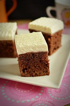 Mod de preparare Negresa cu Finetti si crema de branza: Blat: Ciocolata rupta bucatele si untul taiat cubulete se topesc la foc mic. Se adauga zaharul si se mixeaza compozitia pana se topeste zaharul si devine cremoasa. Adaugam ouale, unul cate unul si un praf de sare. Mixam bine dupa … Krispie Treats, Rice Krispies, Recipies, Sweets, Dessert Ideas, Cooking, Desserts, Food, Kids
