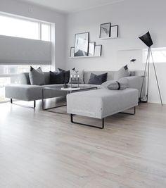 """Polubienia: 1,845, komentarze: 45 – Astrid Midthun Sund (@astridm.interior) na Instagramie: """"✖️Livingroom Ta-da!✨ Er helt forelsket i den nye sofaen vår fra @boliacom 😍  Hannah kommer til å…"""""""