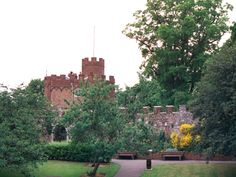 eCastles : Castles and Fortifications of England and Wales Hertford Castle, Castles In England, Beautiful Castles, Old Building, Fortification, Willis Tower, Great Britain, Wales, Monument Valley