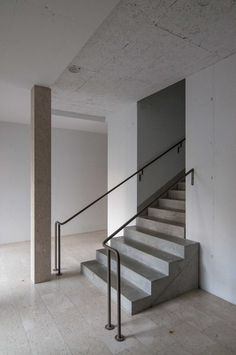 The building is just finished. Simple and pure in its presence, yet so rich. Entrance situation with staircase.