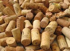 Cork is the natural companion to wine. Thanks to cork, the wine receives very small doses of oxygen that allow it to evolve over time. Wine Country Gift Baskets, Wine Vineyards, Champagne Corks, Coffee Wine, Wine Tote, Wine Delivery, In Vino Veritas, Sauvignon Blanc, Wine